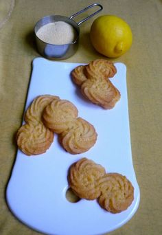 Polenta and lemon buiscuits