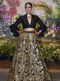 Sonam Kapoor Wedding, Indian Wear, Desi, Clothes For Women, Formal, Skirts, Woman Clothing, How To Wear, Indiana