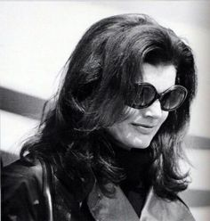1975 Jackie at Ari's funeral Jaqueline Kennedy, Ted Kennedy, Jacqueline Kennedy Onassis, Jfk Funeral, Aristotle Onassis, Great Hair, Style Icons, Olympic Airlines, Lady