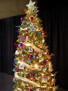 5-creative-christmas-tree-themes-Colorful-Christmas-Tree
