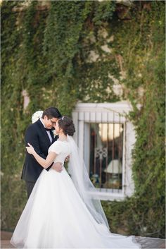 Phoenix wedding featuring a Stella York wedding dress. Photos by Unfading Beauty Photography.