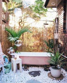 ideas for bathroom boho outdoor tub Outdoor Toilet, Outdoor Bathtub, Outdoor Bathrooms, Outdoor Showers, Green Bathrooms, Outdoor Kitchens, Outdoor Spaces, Outdoor Living, Outdoor Decor
