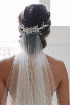 wedding hairstyles with vail MARION delicate floral bridal comb ivory wedding headpiece Wedding Veils With Hair Down, Wedding Hair And Makeup, Wedding Hair Updo With Veil, Updo Veil, Short Wedding Veils, Bride Veil, Hair Piece Wedding, Vintage Wedding Veils, Korean Wedding Hair
