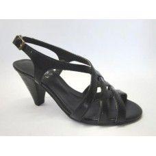 Sandália em couro Preto. La Vile Calçados em couro legítimo. Calçados que produzimos através de encomendas do nº 30 ao nº 33 www.lavile.com.br