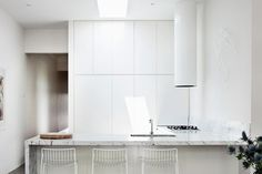Completely white kitchen | Scandinavian Deko.