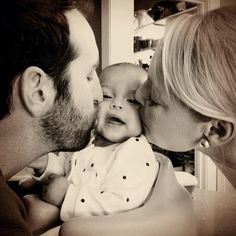 Katherine Heigl & Josh Kelley's Thanksgiving Kisses