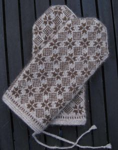 The first time I saw this stitch pattern I knew that I would make at least one pair of mittens using it. The sheer symmetry and harmony ...