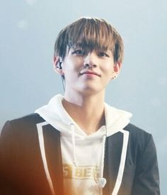 BTS | V - what an incredible smile.. I've never seen that one on him before..