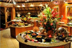 """Terre et Mer"" buffet accompanied by a Polynesian dance show - Intercontinental Le Moana Bora Bora Resort"