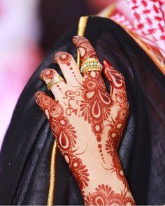 Round Mehndi Design, Modern Henna Designs, Latest Henna Designs, Simple Arabic Mehndi Designs, Henna Art Designs, Indian Mehndi Designs, Stylish Mehndi Designs, Mehndi Design Photos, Bridal Mehndi Designs