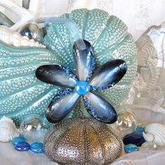 Blue Mussel Seashell Flower Ornament with Light Blue by SeaPosie Driftwood Wreath, Seashell Wreath, Seashell Ornaments, Flower Ornaments, Seashell Art, Seashell Crafts, Seashell Projects, Driftwood Crafts, Beach Crafts
