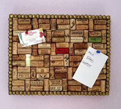 DIY cork board with wine corks Wine Craft, Wine Cork Crafts, Cute Crafts, Diy And Crafts, Crafts For Kids, Wine Cork Projects, Craft Projects, Ideas Paso A Paso, Diy Cork Board