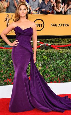 Camila Alves in Donna Karan Atelier and Martin Katz earrings SAG Awards Fashion—Live from the Red Carpet – Vogue Donna Karan, Dresses For Sale, Nice Dresses, Formal Dresses, Evening Dresses, Celebridades Fashion, Look Star, Red Carpet Gowns, Sag Awards