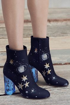 Shoot for the stars with #Valentino. #10022