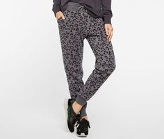 8 Chic Sweatpants For Your Laziest Days http://www.rodalesorganiclife.com/home/8-chic-sweatpants-for-your-laziest-days