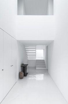 White interior | interior design. Innenarchitektur . design d'intérieur | Inspiration @ethereallune |