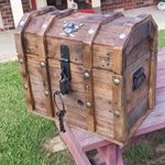 Treasure chest cooler from pallets | 1001 Pallets