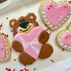 I worked with Tracy @whiskedawaycutters last year to design this cutter. This is the first time I've used it! I love this little guy! #heartcookies #teddybearcookies #bearcookies #valentinestreats #valentinescookies #sugarcookies