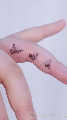 Perfect 50 Cool Finger Tattoos to Inspire You , Tiny Tattoos For Girls, Little Tattoos, Mini Tattoos, Body Art Tattoos, Tattoos For Women, Sleeve Tattoos, Tattoos For Guys, Tatoos, Tattoo Drawings