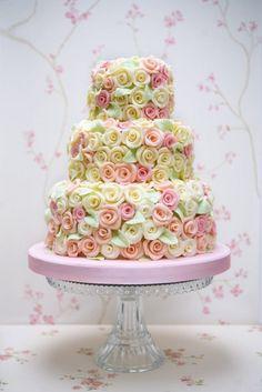 pastel roses on wedding cake.