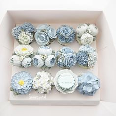 Flower buttercream cupcake Fancy Cupcakes, Flower Cupcakes, Blue Wedding Cupcakes, Mini Cupcake Bouquets, Themed Cupcakes, Occasion Cakes, Buttercream Flower Cake, Petal Cake, Cake Piping