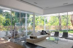 Ramat Hasharon House 1 by Pitsou Kedem Architect Industrial Home Design, Industrial House, Modern Architecture House, Architecture Design, Pitsou Kedem, Chic Living Room, Living Rooms, Interior Decorating, Interior Design