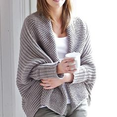 Ribbed drape collar shrugExceptionally simple in construction, this is a great fashion basic that most beginner knitters should be able to achieve. Designed to fit most shapes and sizes it gently drapes on the body.Originally designed in Rowan's Organic cotton in shadeOak Apple 990Alternative yarns: **Please note - ** the Purelife Organic cotton has beenbeing discontinued by Rowan. You can substitute it with either Rowan's 100% Cotton inDouble knit or Drop's 100% Cotton Double knit…