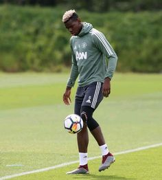 Just in: Juvantus to sign Paul Pogba with Football Is Life, Football Soccer, Football Players, Manchester United Old Trafford, The Last Summer, Paul Pogba, Old Women, Real Madrid, Over The Years