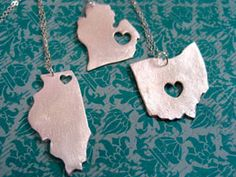 State necklaces. Where you're from, places you love...Cute idea!