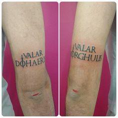 My new tattoo Valar Morghulis. Tatuaje Game Of Thrones, Game Of Thrones Tattoo, Valar Morghulis, Valar Dohaeris, Body Art Tattoos, New Tattoos, Tattoo Designs, Tattoo Ideas, Tattoo Inspiration