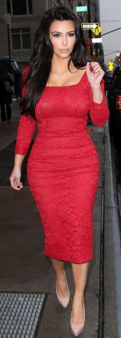 Kim Kardashian is a famous celebrity pear! I love that dress and colour