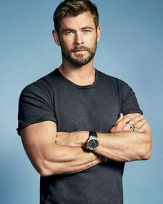 "thorodinson: ""Chris Hemsworth photographed by Michael Schwartz for Men's Journal "" Chris Hemsworth Thor, Chris Hemsworth Workout, Barba Sexy, Short Hair Man, Men Haircut Short, Hemsworth Brothers, Marvel Actors, Thor Marvel, Loki Thor"