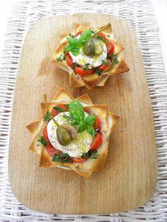 Pečené mističky z toastového chleba Czech Recipes, Ethnic Recipes, Paleo Bread, Snack Recipes, Snacks, Creative Food, Bruschetta, I Foods, Food Styling