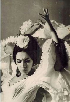 Flamenca, dress by Lina Seville Tango, Foto Portrait, Spanish Dancer, Dance Movement, Lets Dance, Dance Art, Belly Dance, Illustration, Pin Up
