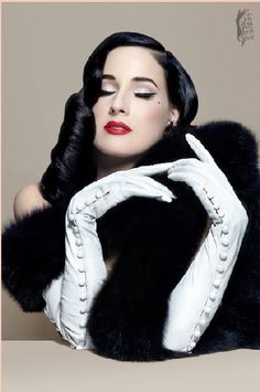 Dita Von Teese in her Just One Eye signature series of leather gloves. Le Burlesque, Dita Von Teese Style, Dita Von Teese Makeup, Dita Von Tease, Leather Gloves, Red Gloves, Hollywood Glamour, Retro, Pin Up Girls