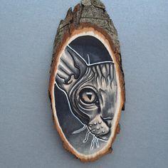 Wood / tree slice with original drawing / illustration of a sphynx cat, wall art door Inkspirednl op Etsy https://www.etsy.com/nl/listing/241111727/wood-tree-slice-with-original-drawing