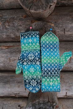 Ravelry: Autumn Snow Mittens pattern by Janet Welsh Knits Fair Isle Knitting, Loom Knitting, Knitting Socks, Hand Knitting, Knitting Designs, Knitting Projects, Knitting Patterns, Mittens Pattern, Knit Mittens