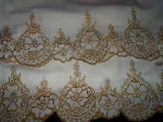 Tolha de mesa,bordada com fio ouro