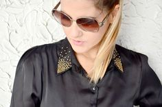 Look do dia: camisa de seda com tachinhas.