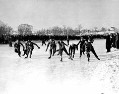 Speed skating contest, St. Paul Winter Carnival, 1941