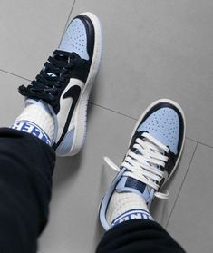 Find images and videos about blue, shoes and nike on We Heart It - the app to get lost in what you love. Tenis Nike Air, Nike Air Shoes, Mode Pastel, Sock Shoes, Shoes Heels, Moda Sneakers, Girls Sneakers, Sneaker Store, Aesthetic Shoes
