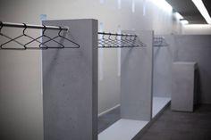 """Dans le cadre de l'aménagement de l'espace réception du centre de conférences du siège du Groupe La Poste, l'agence A and CO a confié à Concrete by LCDA la réalisation d'éléments en béton. WE REALIZE THIS LOUNGE / BAR / DRESSING WITH DESIGN AGENCIES A FOR THE FRENCH POST OFFICE """"GROUPE LA POSTE""""."""