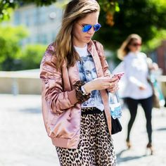 Blusa rosa pastel con falda animan print