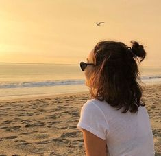 Women's Disney Lion King Hakuna Matata Short Sleeve Graphic T-Shirt (Juniors') - White Summer Aesthetic, Aesthetic Photo, Summer Photography, Portrait Photography, Shotting Photo, Beach Poses, Instagram Pose, Insta Photo Ideas, Summer Pictures
