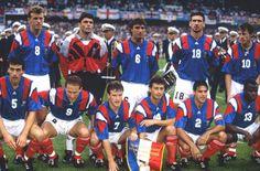 14 juin 1992 a Malmö  France - Angleterre (0-0).  Debout de gauche à droite : Sauzée, Martini, Casoni, Cantona, Fernandez. Au premier rang : Blanc, Papin, Deschamps, Durand, Amoros, Boli.