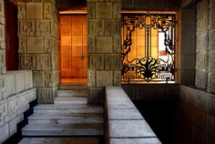 Frank Lloyd Wright's Ennis House. Photo courtesy of the LA Times. Designed in the Ennis House stands out both in the canon of modern architecture as well as . Revival Architecture, Organic Architecture, Amazing Architecture, Art And Architecture, Historic Architecture, Residential Architecture, Frank Lloyd Wright Buildings, Frank Lloyd Wright Homes, Ennis House