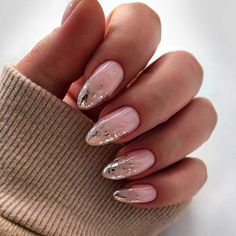 Extend fashion to your nails with nail art designs. Worn by fashion-forward stars, these types of nail designs will add immediate charm to your outfit. Stylish Nails, Trendy Nails, Nude Nails, Pink Nails, Nail Manicure, Winter Nails, Summer Nails, Acrylic Nail Designs, Acrylic Nails