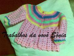 Trabalhos da vovó Sônia: Casaquinho de bebê rosa com pala multicores - croc...