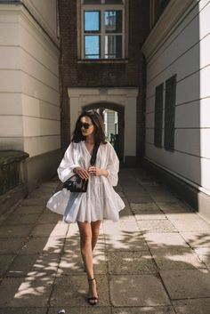Cajmel: vit klänning - Lilly is Love Modest Summer Outfits, Casual Fall Outfits, Classy Outfits, Casual Dresses, White Dress Outfit, The Dress, Dress Outfits, 80s Fashion, Girl Fashion