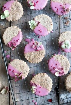 Vegan Chestnut Christmas Cookies Dipped in Pomegranate Glaze // Probably the prettiest Christmas cookies, the pomegranate glaze and edible flowers give a pretty girly vibe to these sweets. Not just for ladies! | The Green Loot #vegan #christmascookies